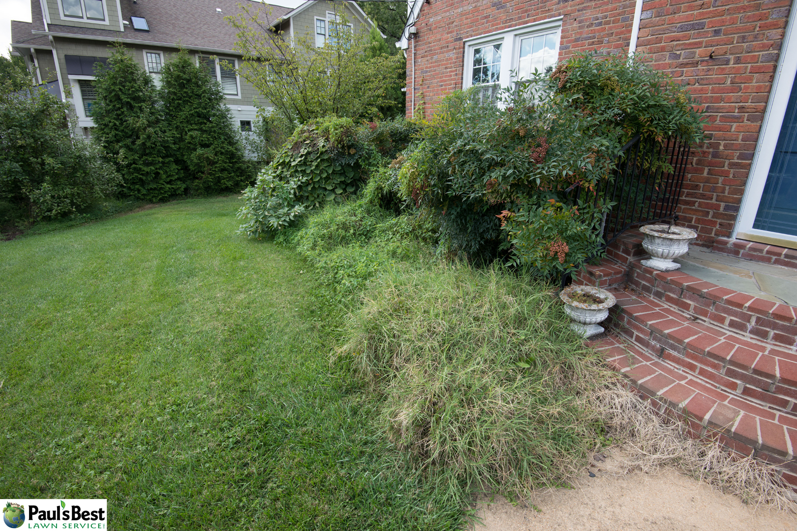 https://paulsbestlawn.com/pbls-img/portfolio/routine-property-maintenance/before-and-after/web-ready/large/BAPM1-p-After-General-Cleanup-Edge-Beds-and-Mulching-in-Arlington-VA.jpg