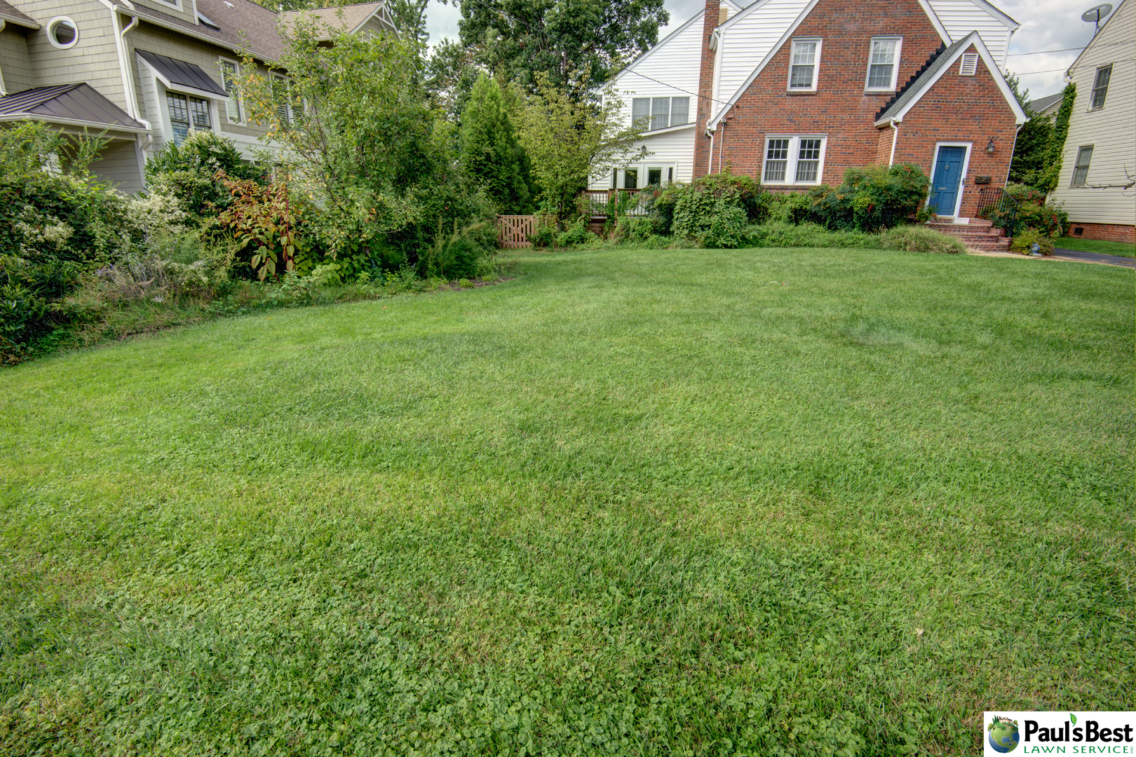 https://paulsbestlawn.com/pbls-img/portfolio/routine-property-maintenance/before-and-after/web-ready/large/BAPM1-r-After-General-Cleanup-Edge-Beds-and-Mulching-in-Arlington-VA.jpg